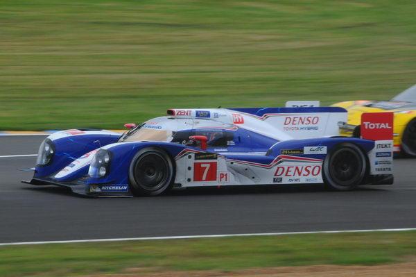 24-HEURES-DU-MANS-2013-Toyota-a-chosit-les-pneus-soft-en-début-de-course-Photo-Patrick-Martinoli.
