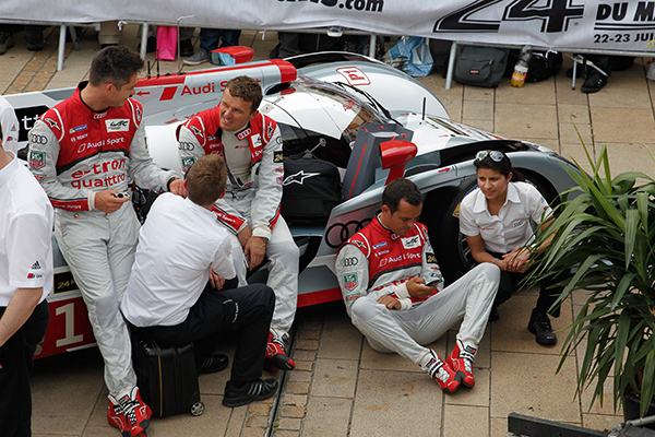24-HEURES-DU-MANS-2013-pesage-LA-decontraction-chez-les-pilotes-AUDI-Photo-Gilles-VITRY-autonewsinfo