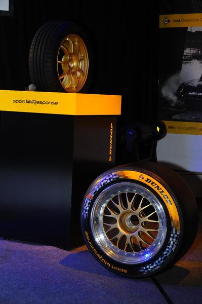 24-h-du-Mans-2013-les-pneus-Dunlop-de-la-piste-à-la-route-Patrick-Martinoli