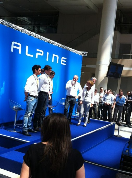 ALPINE-Visite-equipe-Le-Team-ALPINE-SIGNATECH-TECHNOCENTRE-RENAULT-Vendredi-7-juin-2013