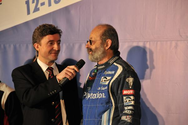 Bruno-VANDESTICK-interviewant-Henri-Pescarolo-Photo-Thierry-COILIBALY-autonewsinfo.