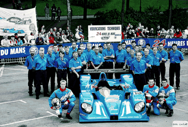 COURAGE-Le-Mans-2002-toute-léquipe-au-pesage-C60-Photo-Collection-COURAGE.