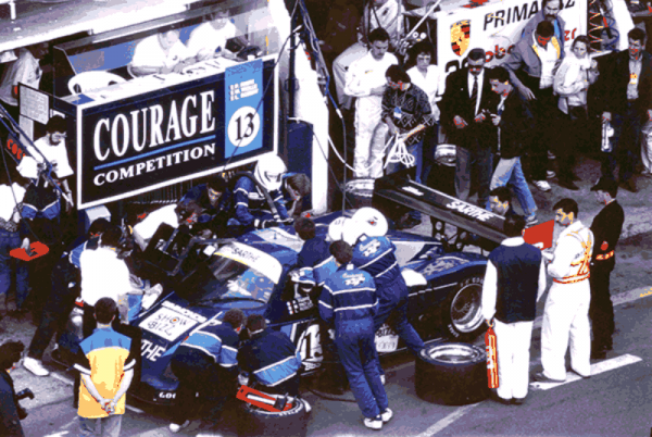 COURAGE-Stand-COURAGE-aux-24-HEURES-DU-MANS-1990-Photo-Collection-COURAGE.