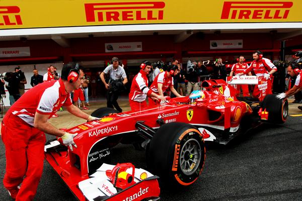 F1-2013-BARCELONE-Fernando-Alonso-Ferrari-meilleur-temps-des-EL1-avec-le-pneu-Orange-P-Zero-Dur - photo PIRELLI