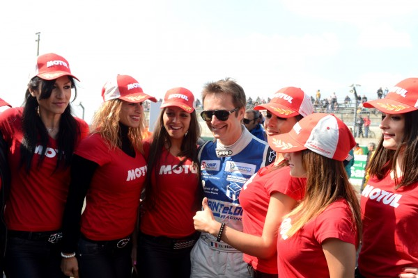 GT TOUR 2013 LE MANS Course 2 DAVID HALLYDAY et les MOTUL GIRLS Photo Claude MOLINIER