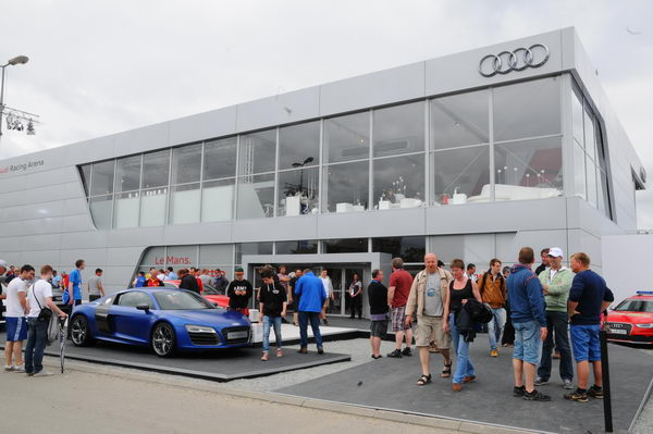 Hospitalité-VIP-Audi-à-hauteur-des-chicanes-Ford-photo-Patrick-Martinoli