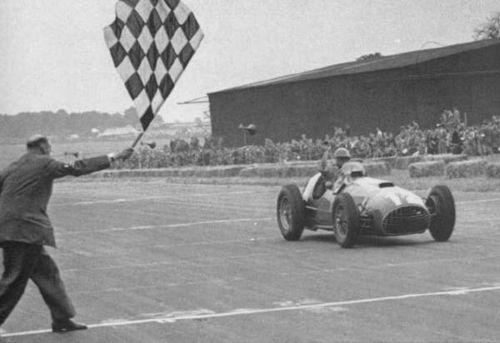 José_Froilán_González-1er-succes-en-GP-F1-dune-FERRARI-BRITISH-GP-1951