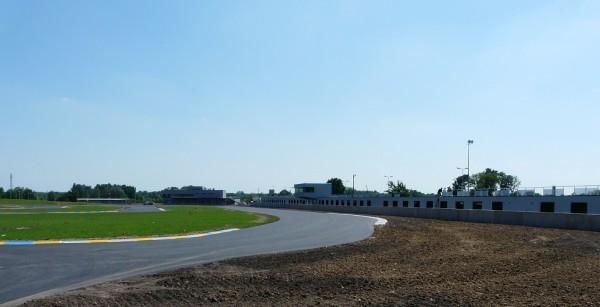 KARTING-2013-LE-MANS-Un-tracé-superbe-40-nouveaux-boxs-une-structure-digne-de-Mans-le-nouveau-circuit-de-karting-est-quasiement-prêt-Photo-autonewsinfo.
