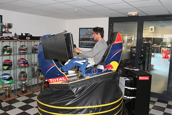 NELSON-PANCIATICI-Simulateur-chez-SIGNATECH-PHOTO-Gilles-VITRY-autonewsinfo.