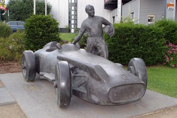NURBURGRING La statue de Fangio en mémoire de son exploit réalisé sur le circuit du Nürburgring le 04 août 1957-© Manfred GIET