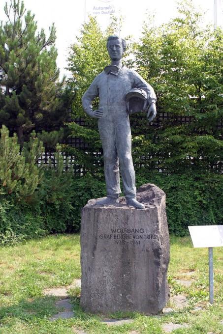 NURBURGRING La statue de Graf Berghe von Trips,l'enfant du Pays-© Manfred GIET