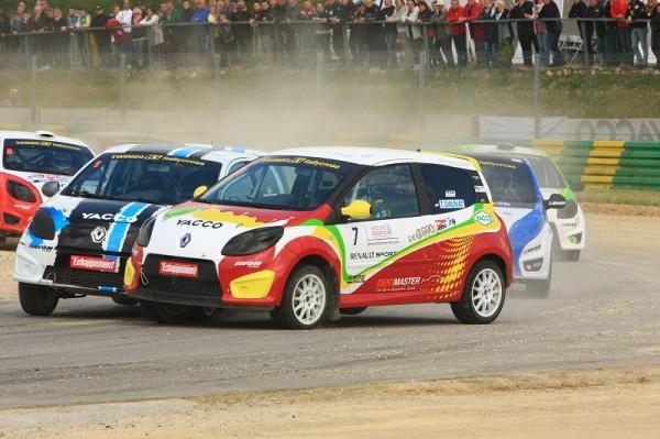 RALLYCROSS-2013-CHATEAUROUX-Grosses-bagarres-déjà-en-Coupe-Twingo.