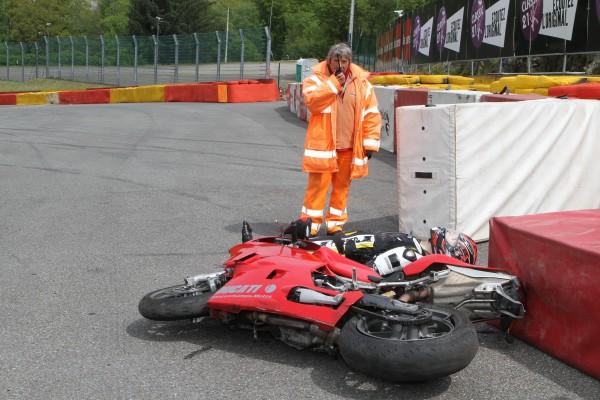SPA-Première-intervention-le-commissaire-de-piste-appellant-les-secours-©-Manfred-GIET