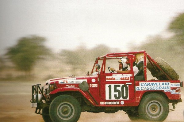TOYOTA-lors-du-1er-Rallye-PARIS-DAKAR-epoque-ou-Bruno-Picard-dirigeait-la-competitrion-chrez-Toyota-France