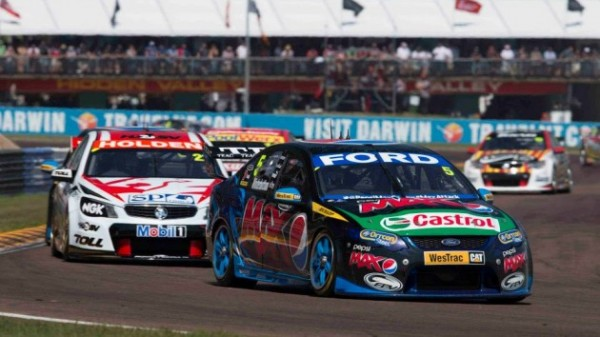 V8-SUPERCAR-2013-DARWIN-HIDDEN-VALEY-MARK-WINTERBOTTOM-remporte-la-seconde-epreuve-16-juin