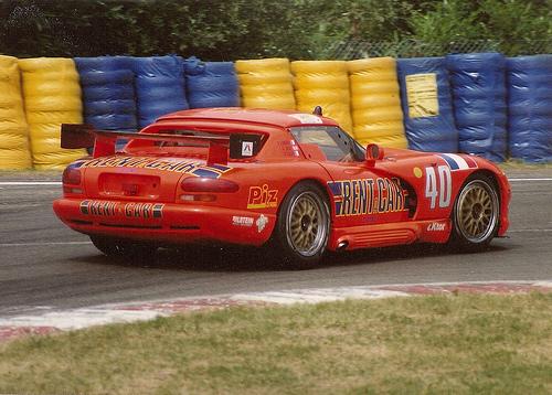 24 HEURES DU MANS 1994-La superbe Dodge VIPER Orange Fluo avec René ARNOUX-Justin BELL et Bertrand BALAS du Team monté par Gilles GAIGNAULT-Mulsanne-Photo-Michel-PICARD-autonewsinfo.