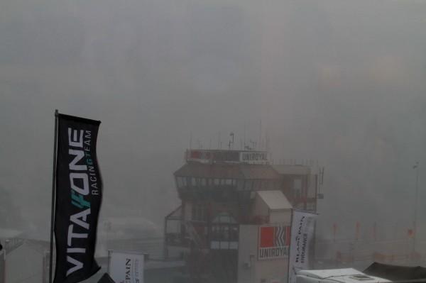 24-HEUR-SPA-2012-Voilà-à-quoi-ressemblait-le-circuit-de-Spa-à-14-H-47-juste-avant-la-Super-Pole-©-Manfred-GIET