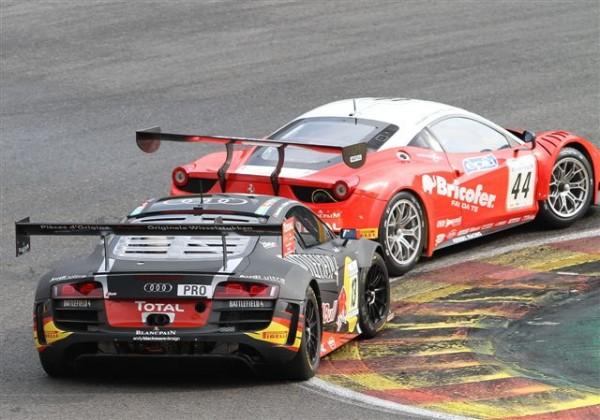 24-HEURES-DE-SPA-2013-Duel-entre-Ferrari-de-Rigon-et-lAudi-dEkström-©-Manfred-GIET