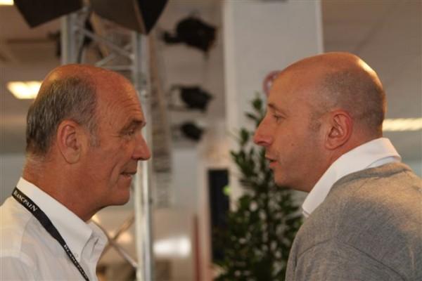 24-HEURES-DE-SPA-2013-le-Dr-Ullrich-à-gauche-en-conversation-avec-Vincent-Vosse-le-Boos-du-Team-WRT-©-Manfred-GIET.