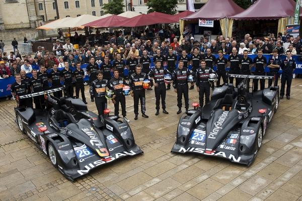 24-HEURES-DU-MANS-pesage-2012-Le-Team-Signatech-Nissan