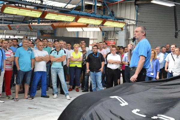 ALPINE 2013 VISITE TEAM SIGNATECH Le Directeur de l'usine Alpine, Laurent Delannay a convié son personnel à une