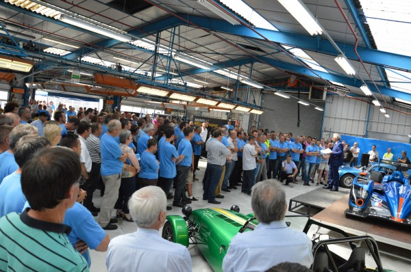 ALPINE 2013 VISITE USINE DIEPPE TEAM SIGNATECH - L'histoire d'Alpine a été racontée au personnel de l'usine avec passion.