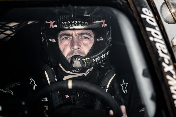 BAJA ESPAGNE 2013-Portrait Krzysztof Holowczyc cockpit MINI X-Raid.