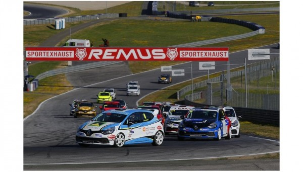 CLIO-CUP-2013-RED-BULL-RING-Le-peloton