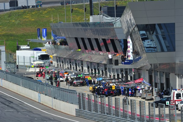 ELMS 2013 LE RED BULL RING la voie des stands - photo VISION SPORT AGENCY pour autonewsinfo