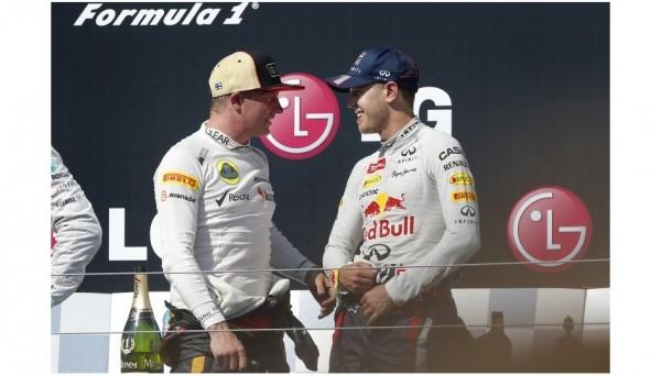 F1-2013-BUDAPEST-KIMI-ET-SEB-VETTEL-apres-la-ceremonie-du-podium