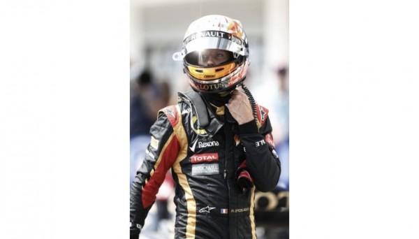 F1-2013-BUDAPEST-ROMAIN-GROSJEAN-A-SA-DESCENTE-DE-VOITURE.