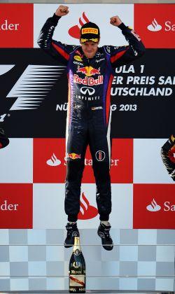 F1-2013-NURBURGRING-VETTEL-EN-FETE-APRES-SA-VICOIRE-AU-GP-ALLEMAGNE-le-7-Juillet