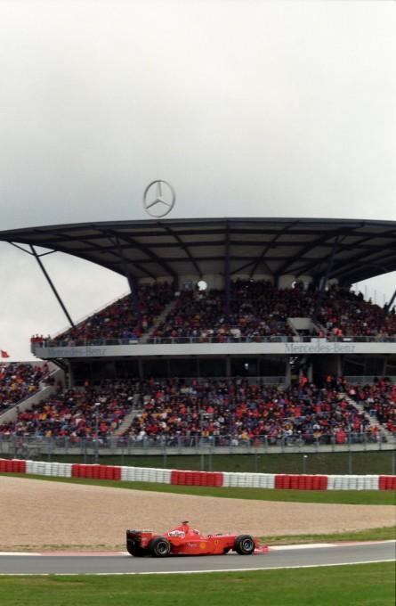 F1 le Nürburgring avec ses tribunes pleines une image du passé ???? © Manfred GIET