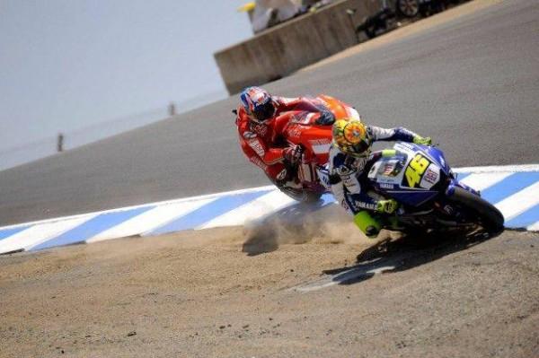 MOTO-GP-2013-LAGUNA-SECA-ROSSI-en-pleine-attaque