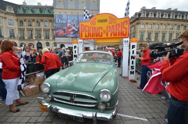 PEKIN-PARIS-2013-Equipage-Gerard-et-Marie-Odile-BESSON-Renault-Frégate-1958