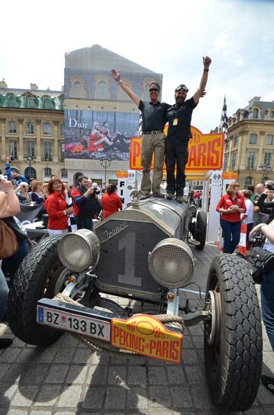 PEKIN-PARIS-2013-Equipage-Voiture-Americaine-La-France-Tourer-1917-de-14-litres-Ingo-STROLZ-et-Werner-GASSNER