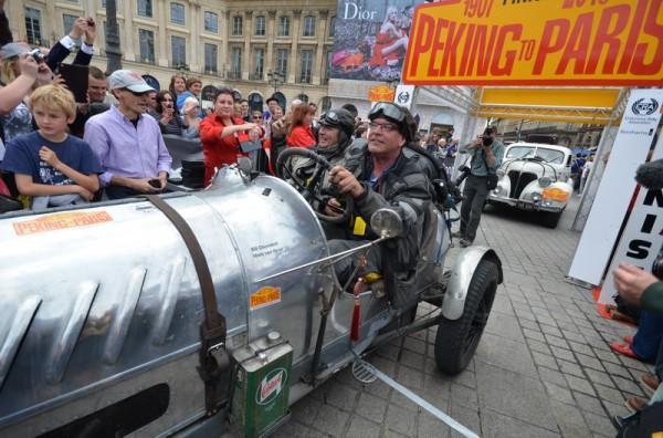 PEKIN-PARIS-2013-FORD-sPEEDSTER-de-1929-de-Bill-CLEYNDERT-et-Mark-Van-HEEST.