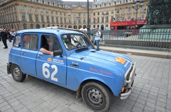 PEKIN-PARIS-2013-Marc-OLLIER-et-HITOSHI-KATO-Renault-4L-1982 - photo Olivier THIBAUD