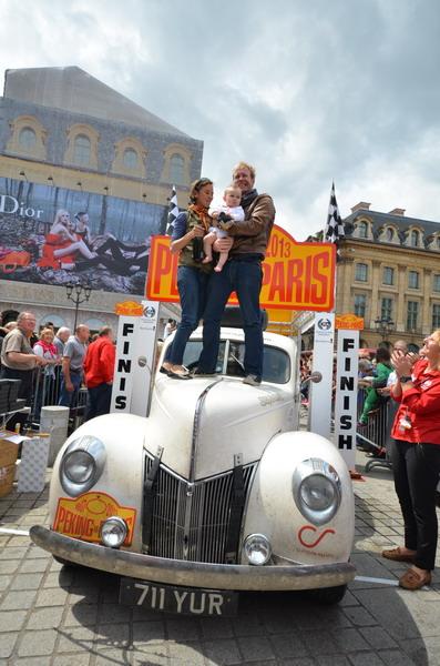 PEKIN-PARIS-2013-Mike-REEVES-Michelle-JANA-Coupe-FORD-de-1940