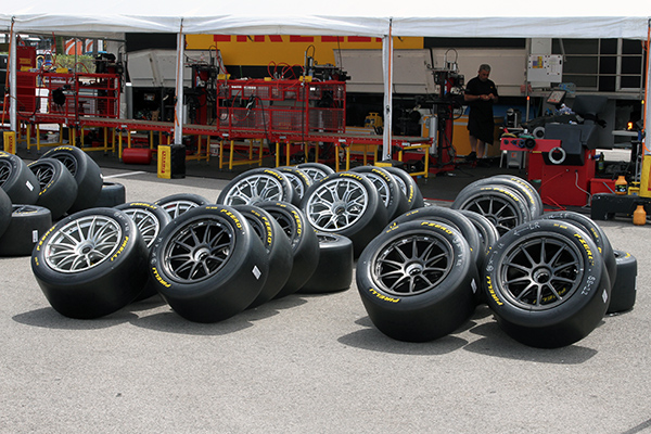PIRELLI-2013-PNEMATIQUES-apres-montage-Photo-Gilles-VITRY