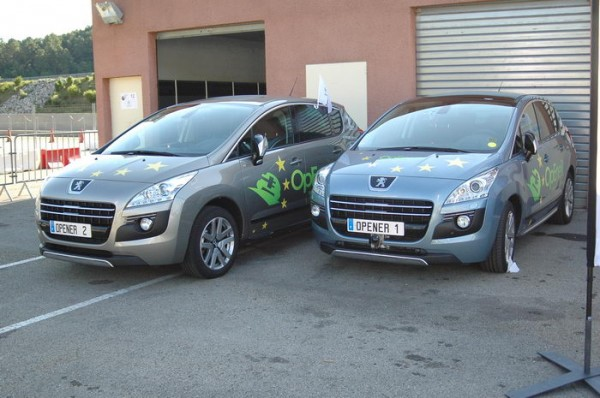 RIVE-2013-En-première-mondiale-les-deux-démonstrateurs-Bosch-Peugeot-3008-OpEneR-bi-moteurs-électriques-Photo-Patrick-Martinoli
