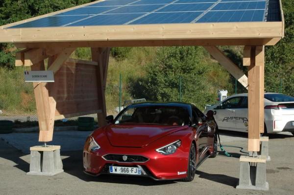 RIVE-2013-La-splendide-Exagon-Furtive-se-rechargeait-à-laide-de-panneaux-solaires-Photo-Patrick-Martinoli