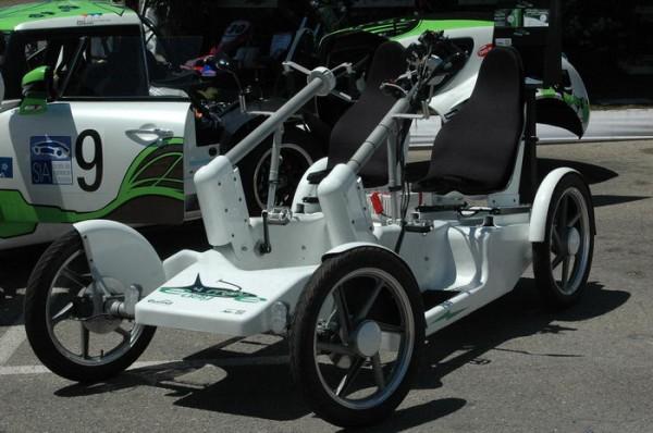 RIVE-2013-On-rencontre-de-curieux-objets-roulants-aux-RIVE-tel-ce-quadricycle-à-pédales-et-assistance-électrique-Photo-Patrick-Martinoli