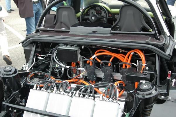 RIVE-2013-les-deux-moteurs-électriques-de-la-PGO-électrique-et-leur-électronique-de-puissance-Photo-Patrick-Martinoli