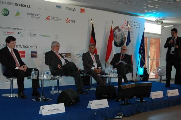 RIVE-2013-une-des-tables-rondes-animée-par-Marc-Teyssier-dOrfeuil-avec-le-Sénateur-Deneux-le-président-de-la-FNMS-le-Député-Vitel-et-le-vice-président-de-Toyota-Europe-de-D-à-G-Photo-Patrick-Martinoli
