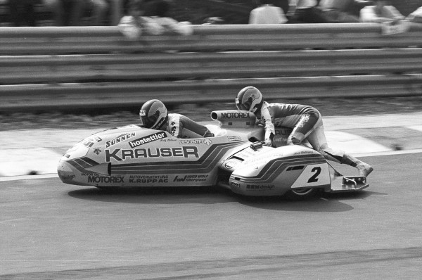 SPA BIKERS 2013 Rolf BILAND-Kurt WALTISPERG ont longtemps dominé la catégorie sidecars comme ici à Spa-Francorchamps en 1983-© Manfred GIET