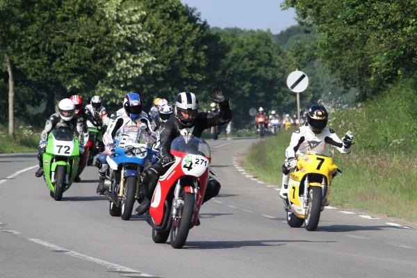 SPA BIKERS 2013-Un défilé de 650 motos sur l'ancien Spa-Francorchamps avec à exrtémité à droite Freddie SHEENE-© Manfred GIET