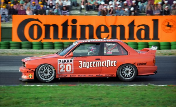 SPA-BIKERS-2013-Wayne-GARDNER-sessaya-aussi-sur-4-roues-ici-en-DTM-en-1992-©-Manfred-GIET