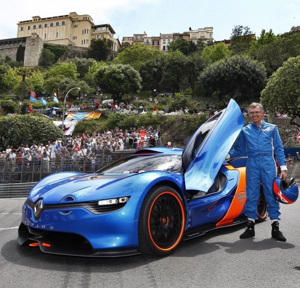 CARLOS TAVARES PORTRAIT GP MONACO avec Concept car ALPINE Photo CBA pour autonewsinfo