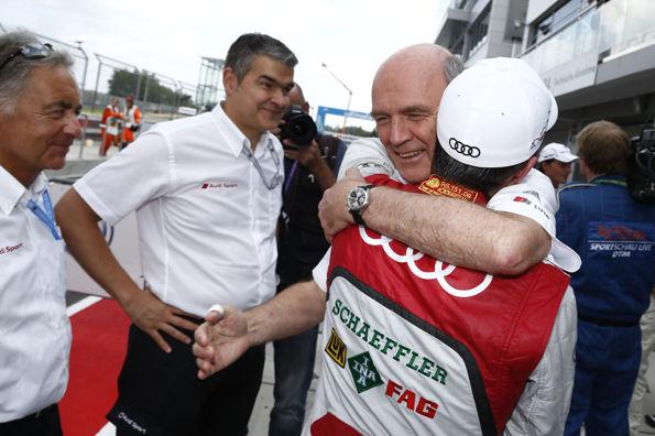 DTM-2013-MOSCOU-Dieter-Gass-Audi-DTM-Dr-Wolfgang-Ullrich-Directeur-Audi-Motorsport-félicitent-le-poleman-Mike-Rockenfeller